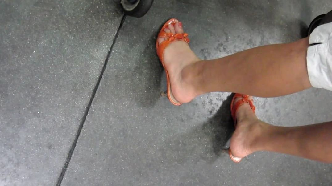 Shopping in Orange Mules by Salsipuedes 2