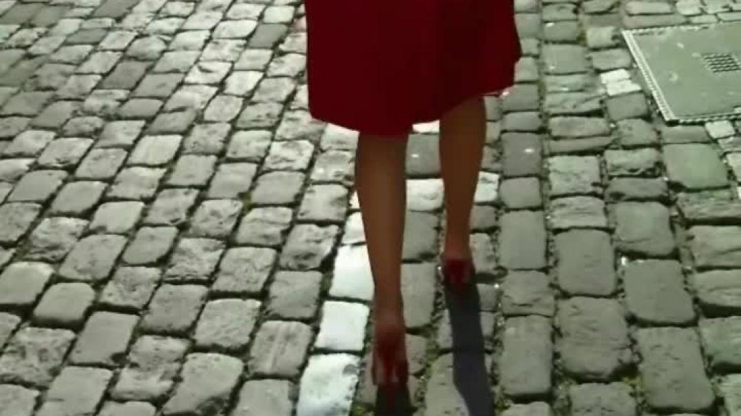 Red Mules in Heidelberg (1) Slow Motion (1)