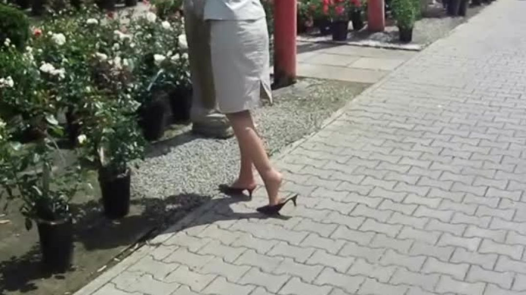 Slapping out in garden center (1) Slow Motion (1)