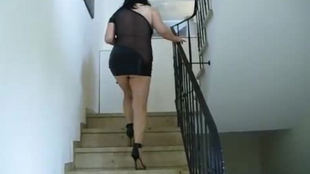 Sexy Mature in Stilettos
