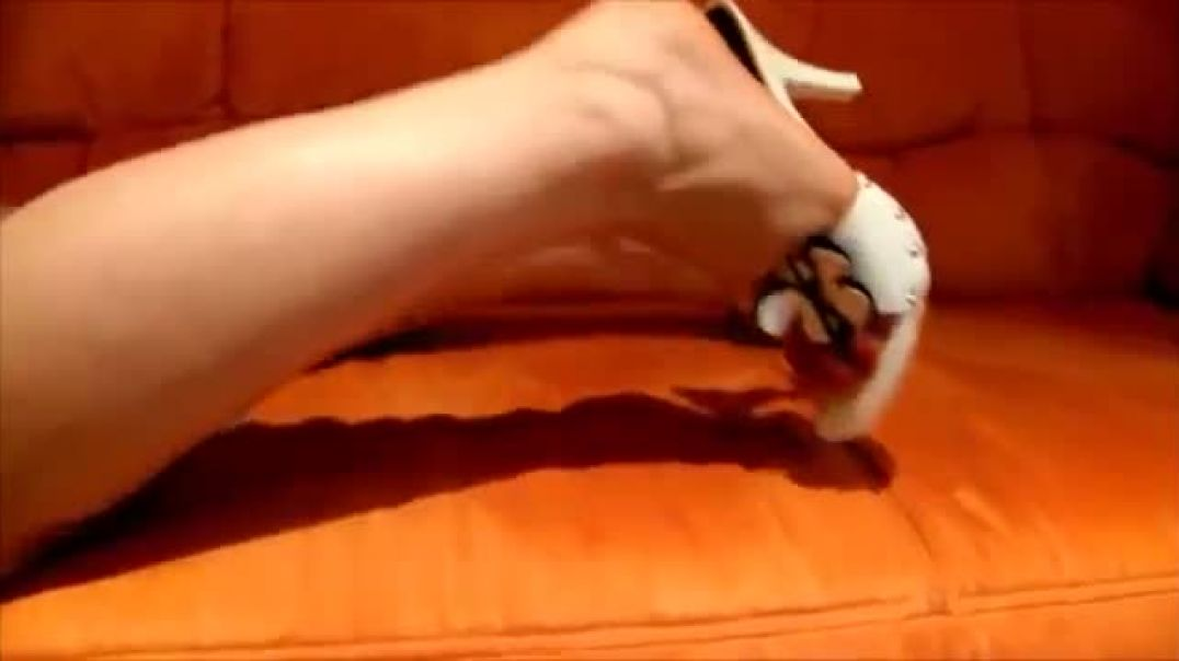 Shoeplay in White Mules - heelpopping