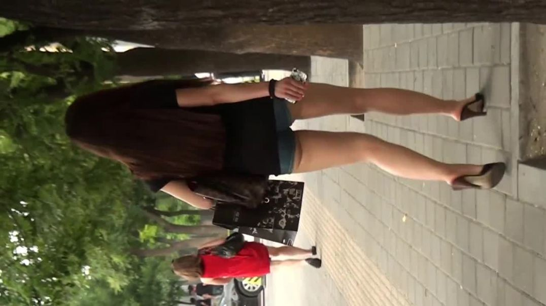 Chinese Girl in sexy Mules - Street Candid  - 高跟鞋的中国女孩