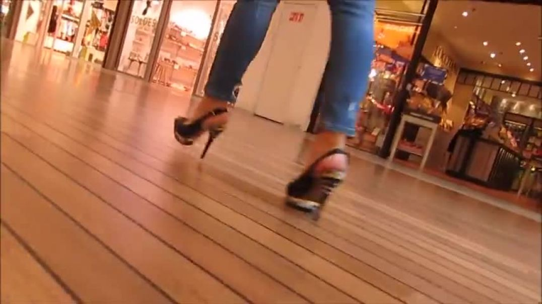 Shopping in high heels Slingbacks
