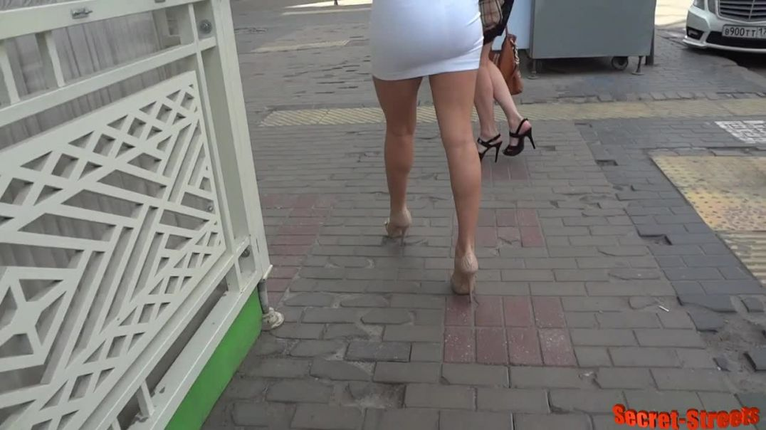 Street Candid  - Amazing Duo High-Heels