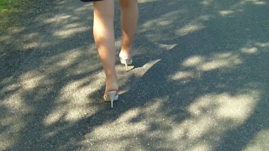 Beige Mules (13cm) (5) on a Windy Day