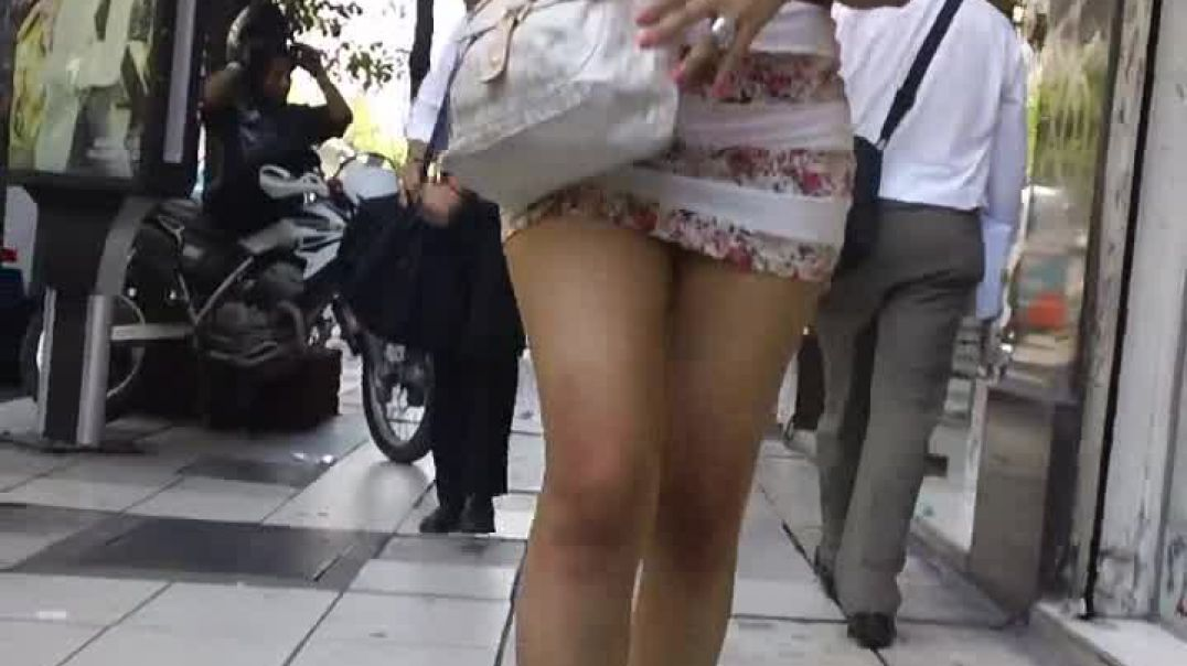 Street Candid - Sexy Girl in Wedges