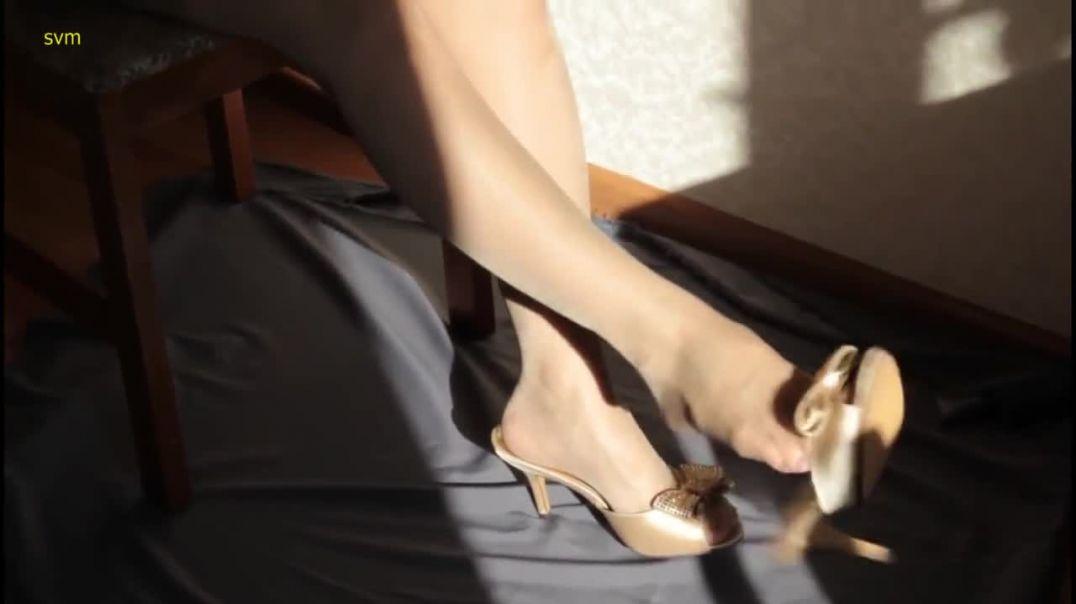 Sexy nylon feet dangling Mules