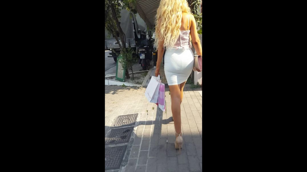 Street Candid - Super Hot Blonde Part 2