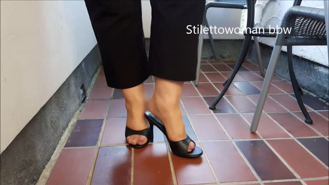 shoeplay in tan Nylons with High Heel Mules, Stilettowoman bbw