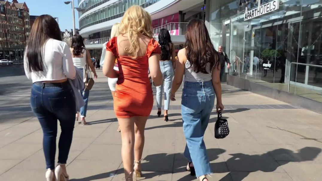Street Candid - Dressed up Teens in Highheels by Scratchy