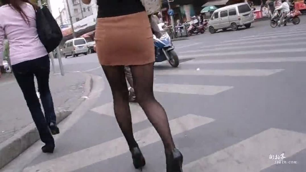 Sexy Chinese Girl in Highheels strolling around