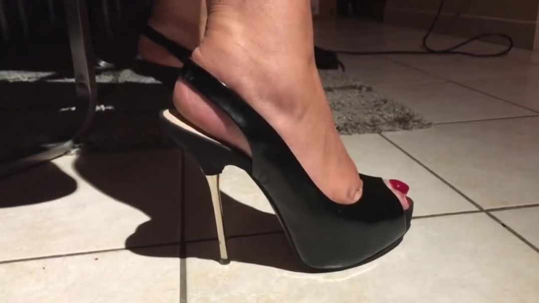 CLOSE UP METAL STILETTO HEELS