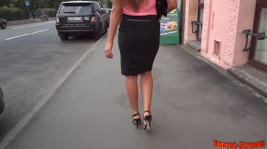 Street Candid - Sexy Russian Lady in Highheeled Sandals