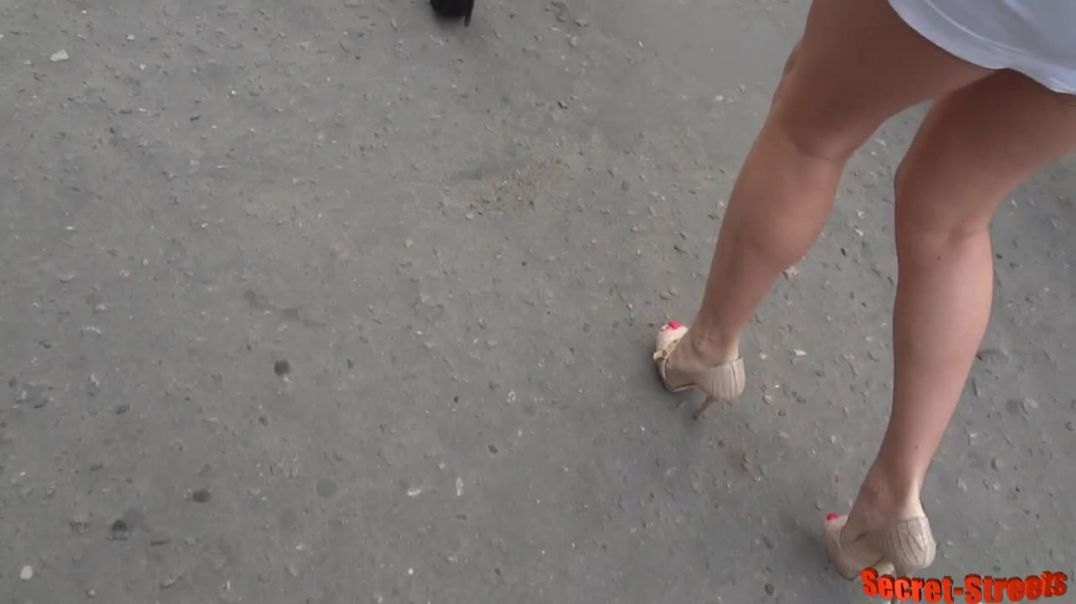 Street Candid  -  Super Sexy Russian Girl in Highheel Peeptoes