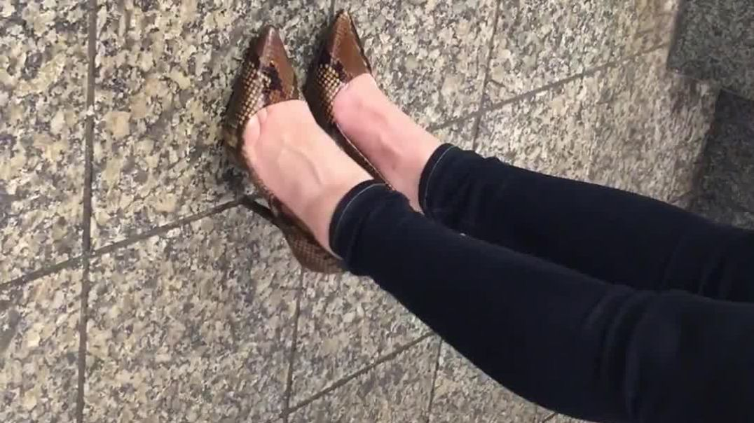 Sexy_Heels_at_the_station_Short_Clip_hd1920.mp4