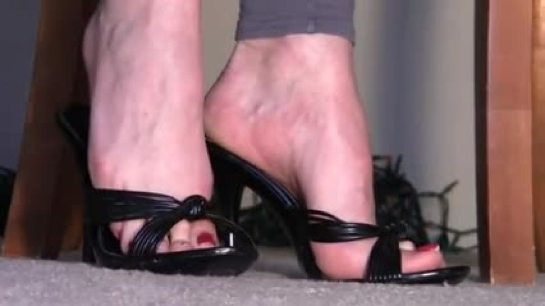 Try on black Mules