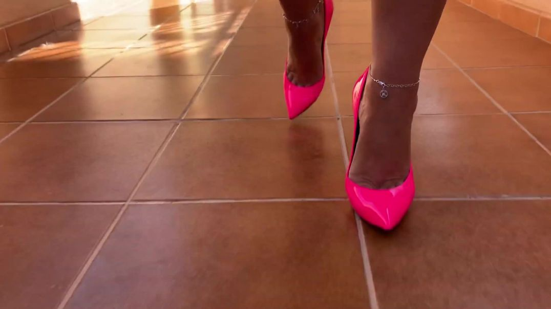 Walking in heels @bplaka.mp4