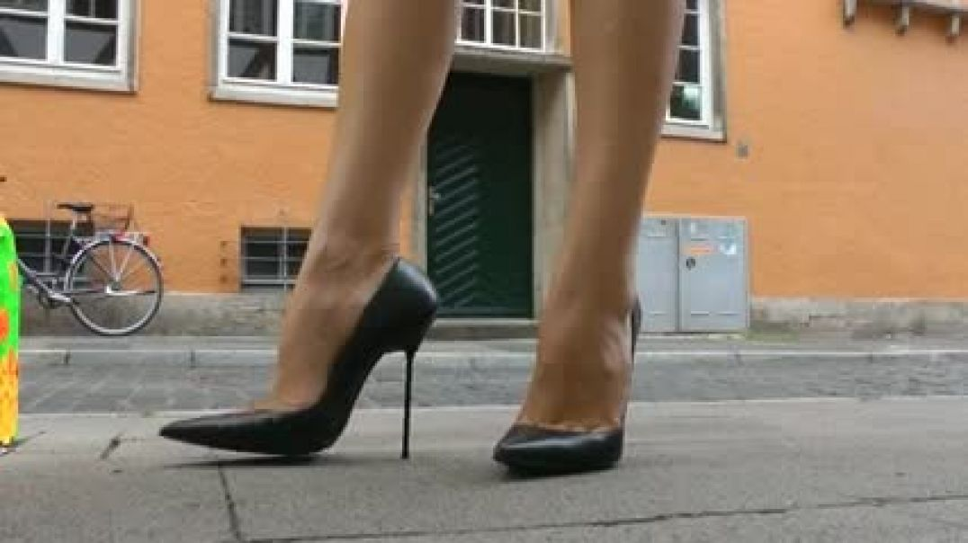 Street candid - Lady in Red in Extreme Stilettos