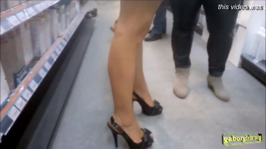 Street Candid - Hot Slingback Highheels at Pharmacie Store