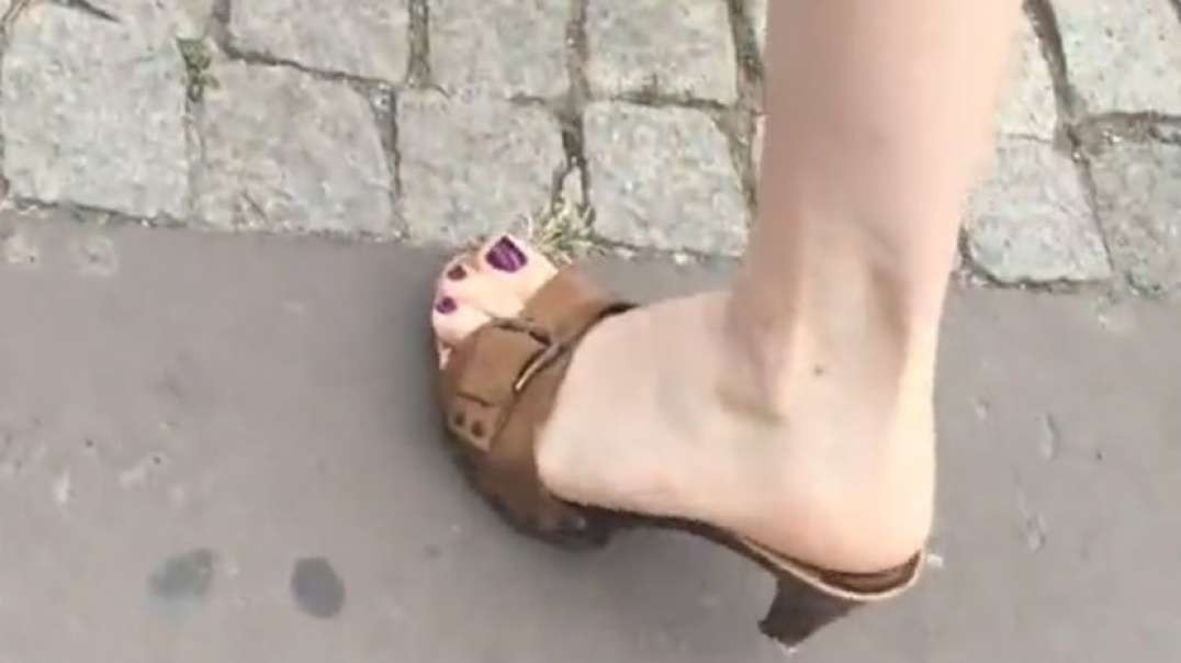 Street Candid - Sexy Wooden Mules by Barefeetmaniac