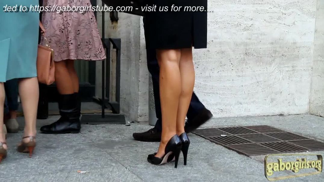 Street Candid - Mature in sexy tanned Legs and Highheels by Digitalhunter