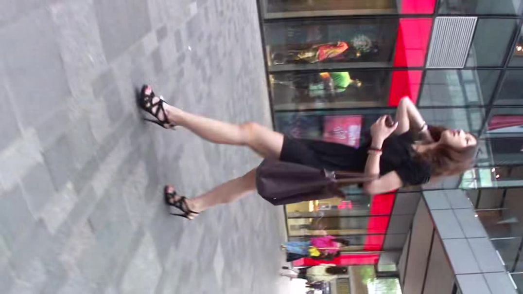 Street Candid - Asian Lady in Sexy Strappy Heels