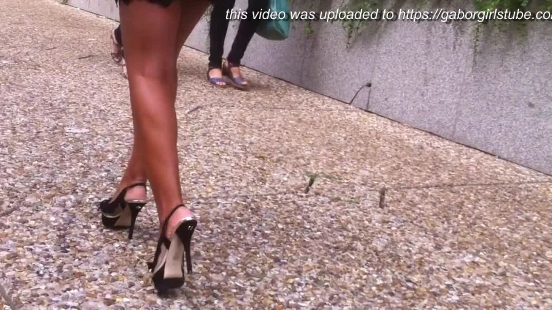 Street Candid - Business Lady in sexy Platform Highheels