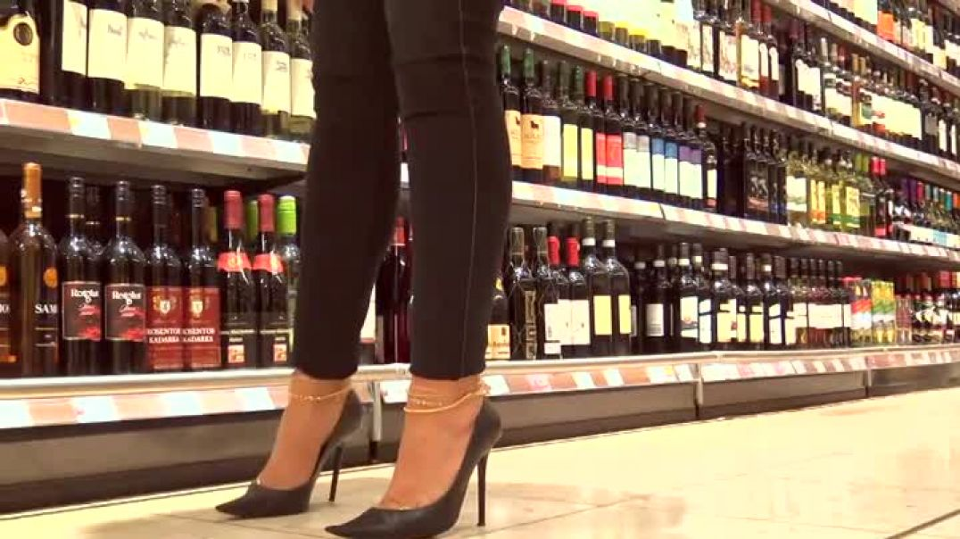 Shopping in well worn Stiletto Pumps - cumfilled