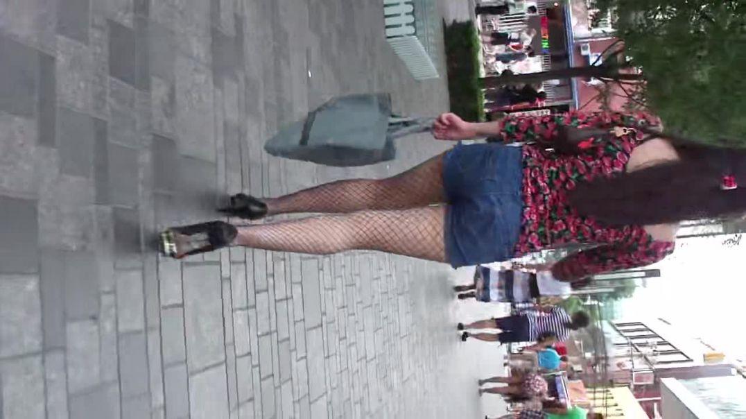 Street Candid - Hot asian girl in Peeptoe Stilettos