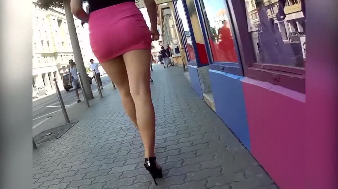 Street Candid  - Sexy Lady in Strappy High Heels