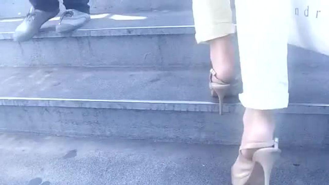Street Candid - Nice MILF in Squashed Slingback High Heels