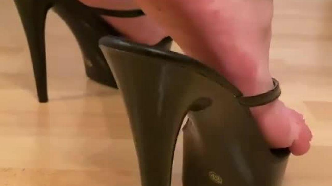 Black Heels With French Pedicure (heelsaddictedwife)