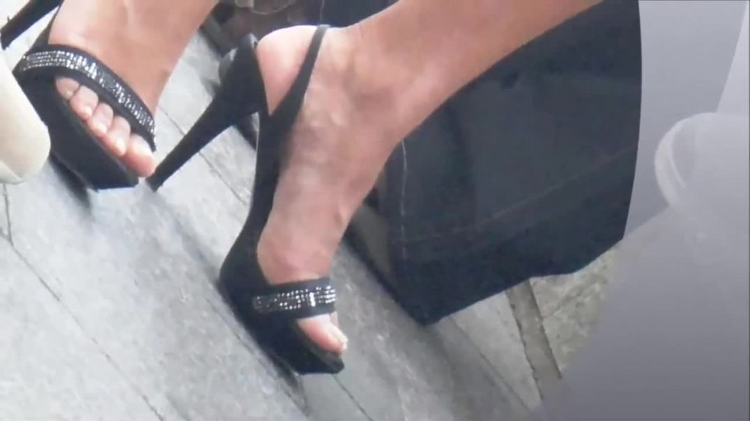 Street Candid - Captured beautiful Latina in public wearing sexy High Heeled Sandals