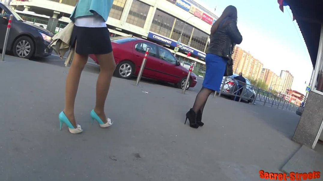 Street Candid  - Russian Ladies in Stiletto High Heels