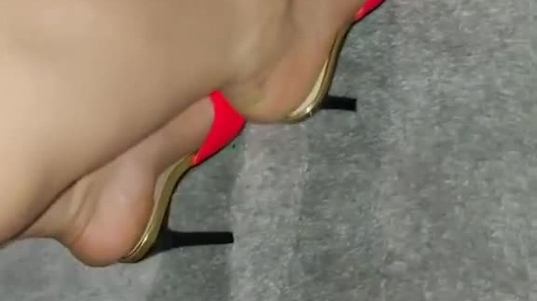 Shoeplay in sexy Mules
