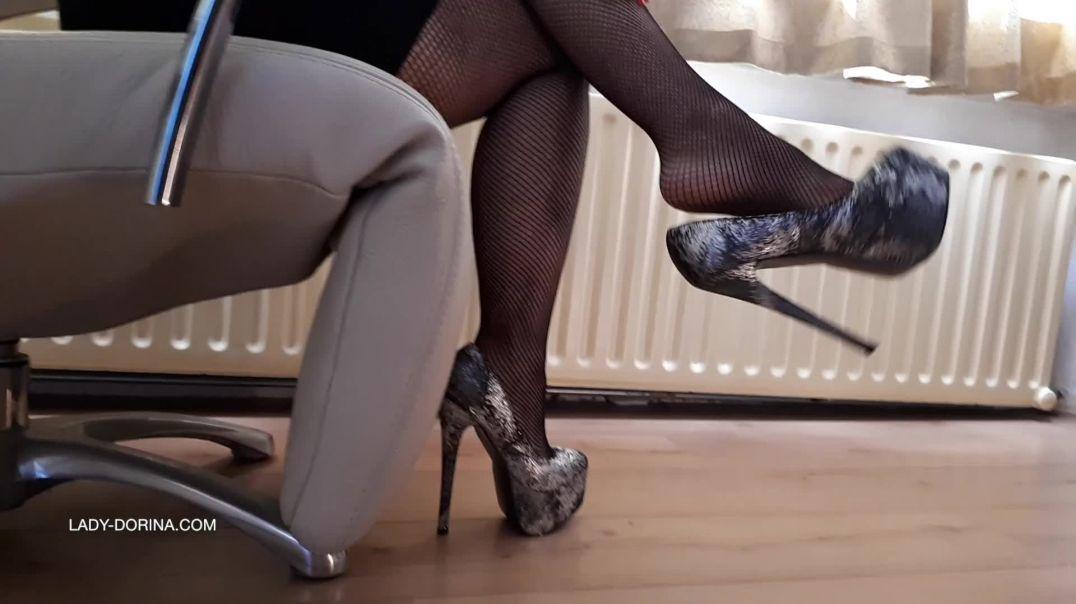 Lady Dorina dangling heels